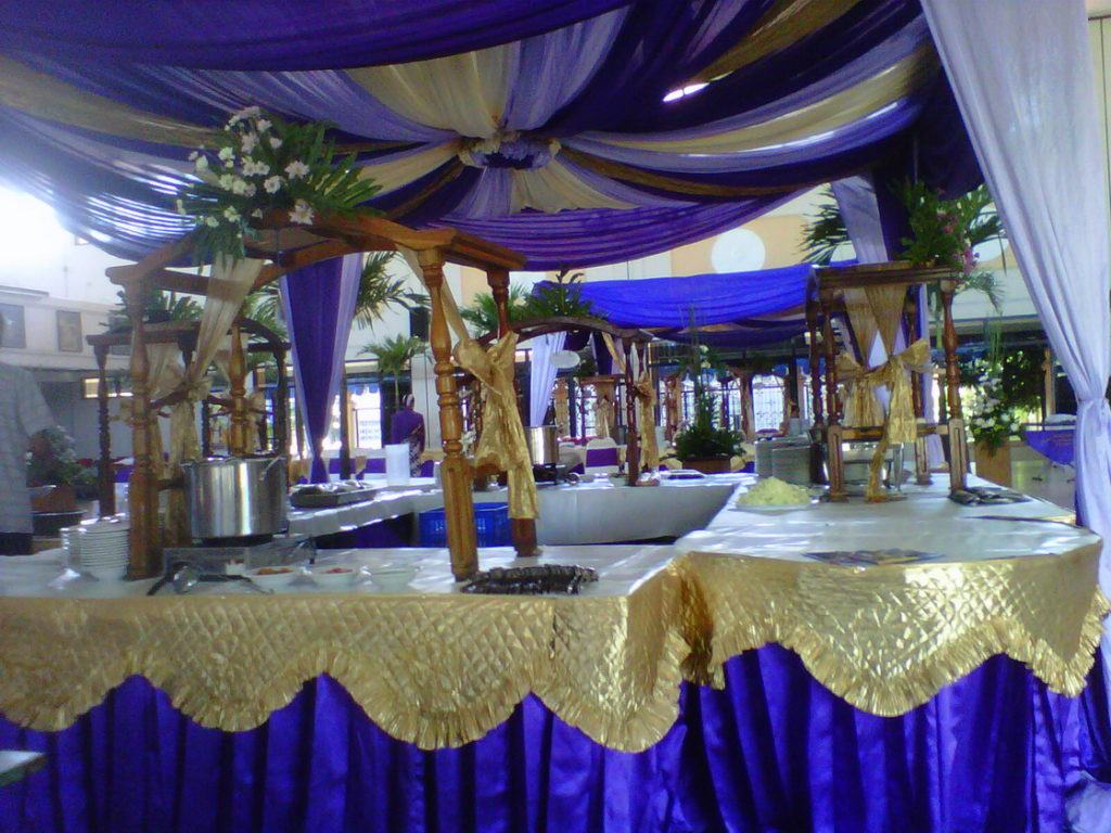 menu-prasmanan-maheswari-catering-yogyakarta-tema-biru-kuning-emas