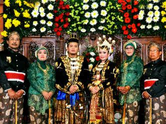 resepsi-pernikahan-Merryend-Merona-dan-wicaksono-oleh-maheswari-wedding-organizer