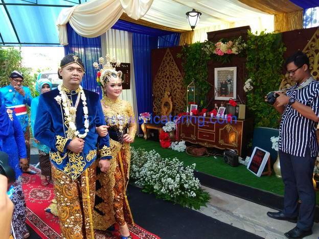 Pesta pernikahan mas aries dan mbak marinda oleh wedding organizer dan catering pernikahan murah - maheswari catering