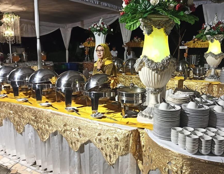 dekorasi prasmanan nuansa gold catering pernikahan jogja