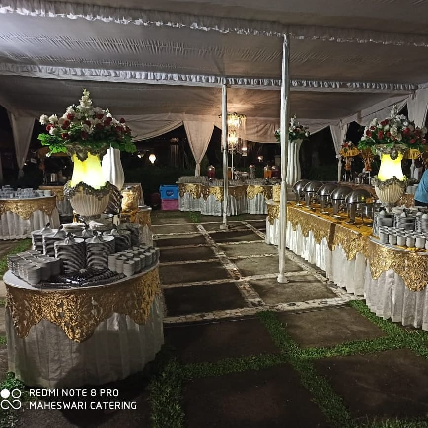 nuansa prasmanan kuning emas untuk resepsi pernikahan mba rifka
